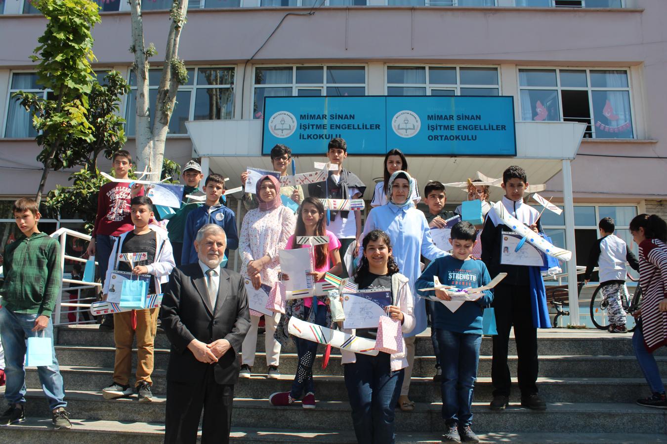 Mimar Sinan İşitme Engelliler Okulu öğrencilerine yönelik - MODEL UÇAK - MAVİ HALİÇ Gençlik ve Spor Kulübü Derneği | Mavi Haliç