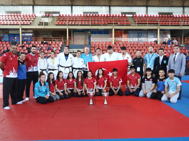 Abdullah Solakoğlu Balkan Şampiyon - HABERLER - MAVİ HALİÇ Gençlik ve Spor Kulübü Derneği | Mavi Haliç