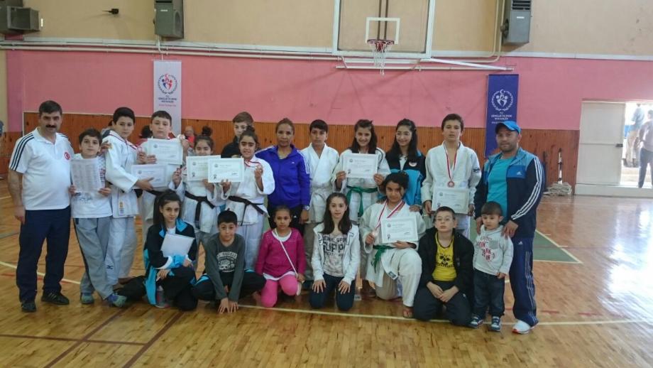 Küçükler Okullar Arası Grup Müsabakaları - MAVİ HALİÇ Gençlik ve Spor Kulübü Derneği | Mavi Haliç