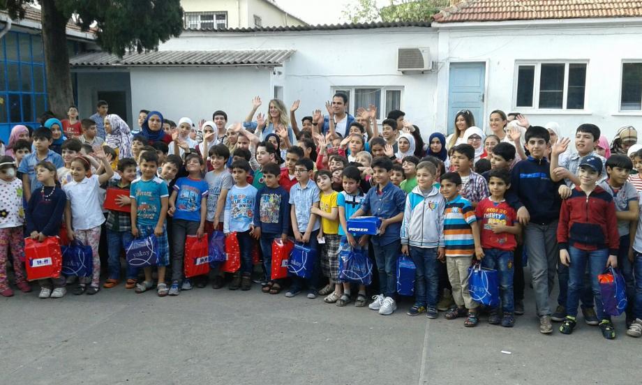 AYAKKABI DAĞITIMI - MAVİ HALİÇ Gençlik ve Spor Kulübü Derneği | Mavi Haliç
